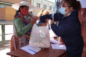 Donación de alimentos a familias de alumnos afectados por el Covid-19